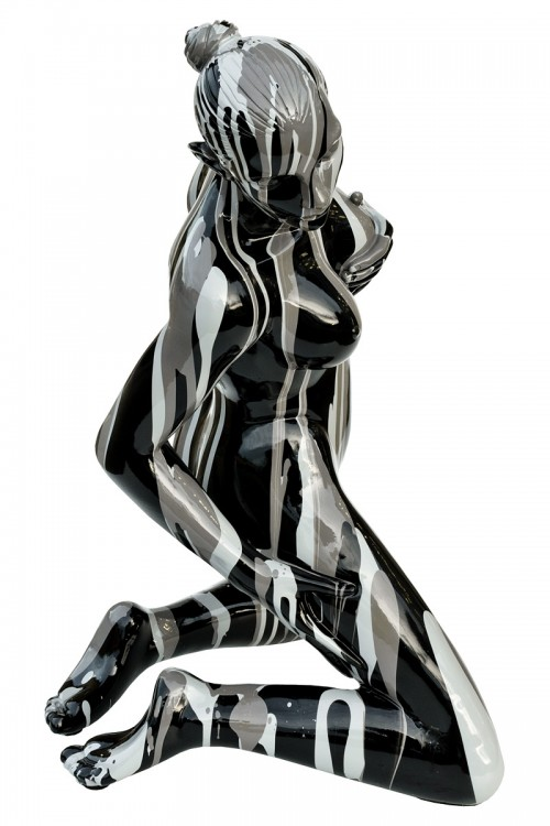 Amorous lady sculpture - side view