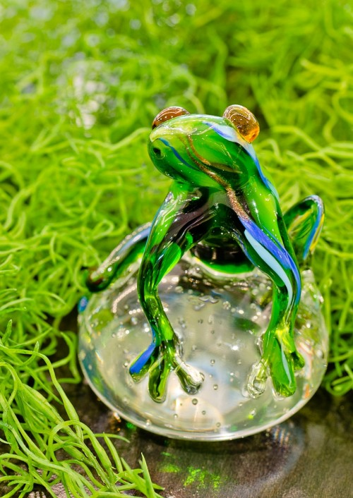 Glass Green Jungle Frog Ornament on display